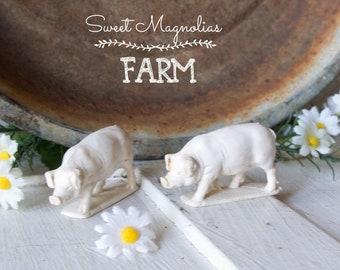 2 Vintage White Pigs - Farm Animals - Toy -Rubber - Barnyard - Farmhouse Style Home Decor