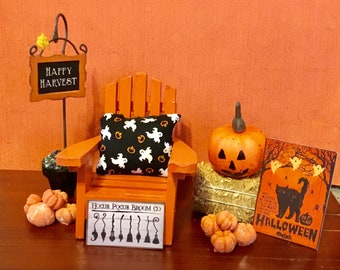 Dollhouse Miniature, Fairy Garden, Halloween Sign, Witch's Broom Sign, Halloween Pillow, Happy Harvest Sign On Stand, Pumpkins, Hay, 1:12
