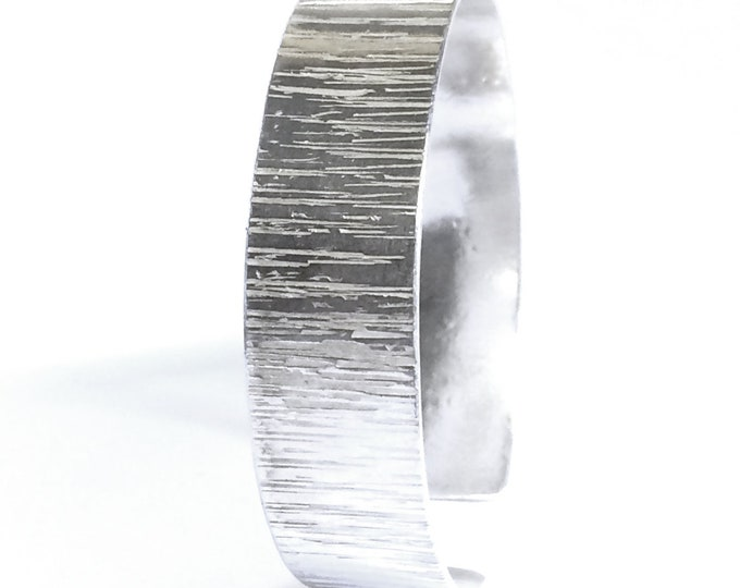 Retro Finish Cuff Bangle