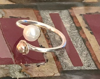 Freshwater Pearl 9 Carat Gold Detail Adjustable Ring