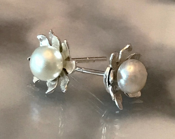 AAA Grade Freshwater Pearl Flower Stud Earrings