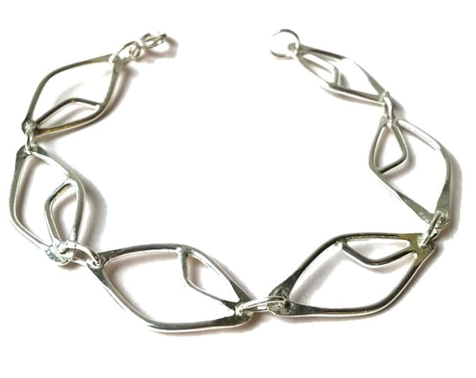 Stylised Leaf Linked Chain Bracelet