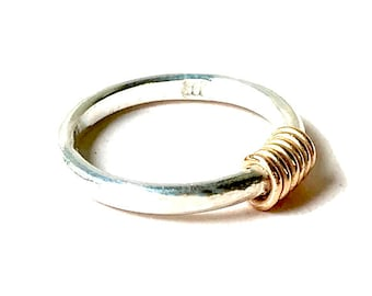 9 Carat Gold Wire Wrap Ring (size M)