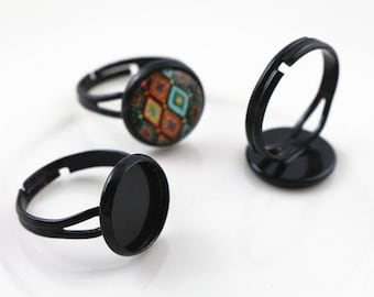 Black ring holder with 12mm glass cabochon