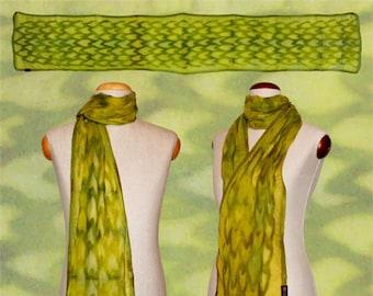 "Silk scarf ""reptile skin"" green, snake skin optics, nuno scarf, felt scarf, silk, wool"