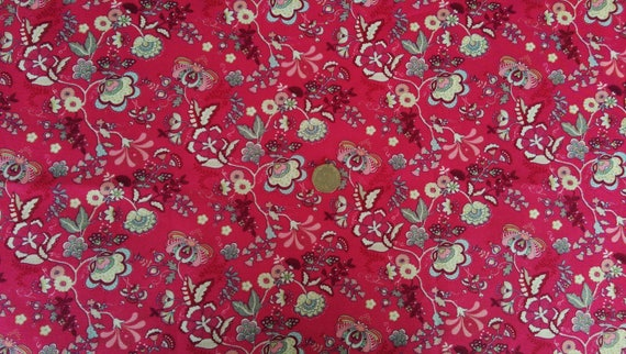 For Quilting /& Sewing Cotton Fabric Small White Flowers On Cerise Material