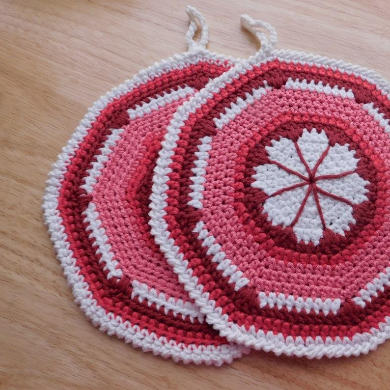 Set of 2 Soft Haxagon Shape Hand Crocheted Potholders Hot Pads Kitchen Decor Vintage Pattern