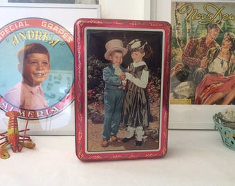With children, France 70s vintage metal box
