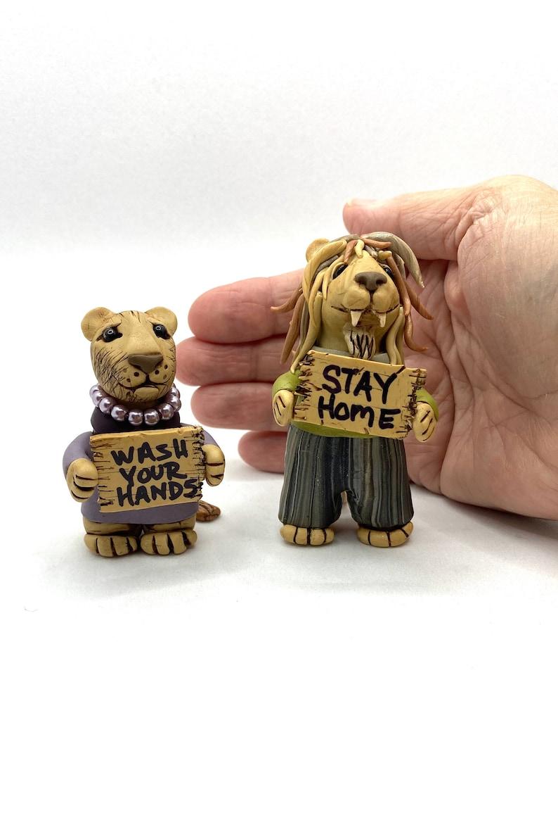 lion couple sculpture covid-19 sculpture