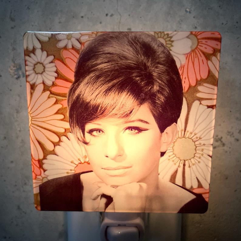 Barbra Streisand Night Light Retro Wall Decor Accent Lights Vintage 60s Decor 1960s Art Mod Kitsch Plug Nightlight Gifts For Friend Gift