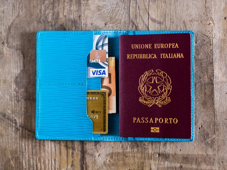 detailed look 78962 6d2e9 Personalized passport holder and credit card wallet in turquoise luxury Epi  leather. Louis Vuitton leather wallet