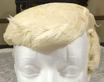 Vintage Womans Structured Ivory Feather Flapper Bridal Head Piece Hat