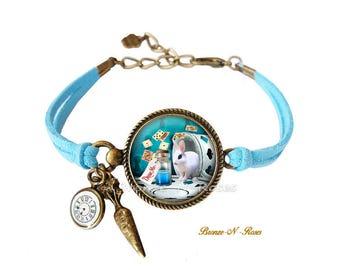 Bracelet Drink me Alice in Wonderland cabochon shows