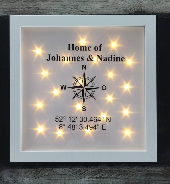 geschenk zum einzug beleuchteter bilderrahmen mit kompass. Black Bedroom Furniture Sets. Home Design Ideas