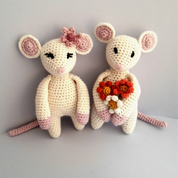 CHILDRENS COMPLETE CRAFTY KIT Co CROCHET YOUR OWN BLOSSOM MOUSE  AMIGURUMI GIFT