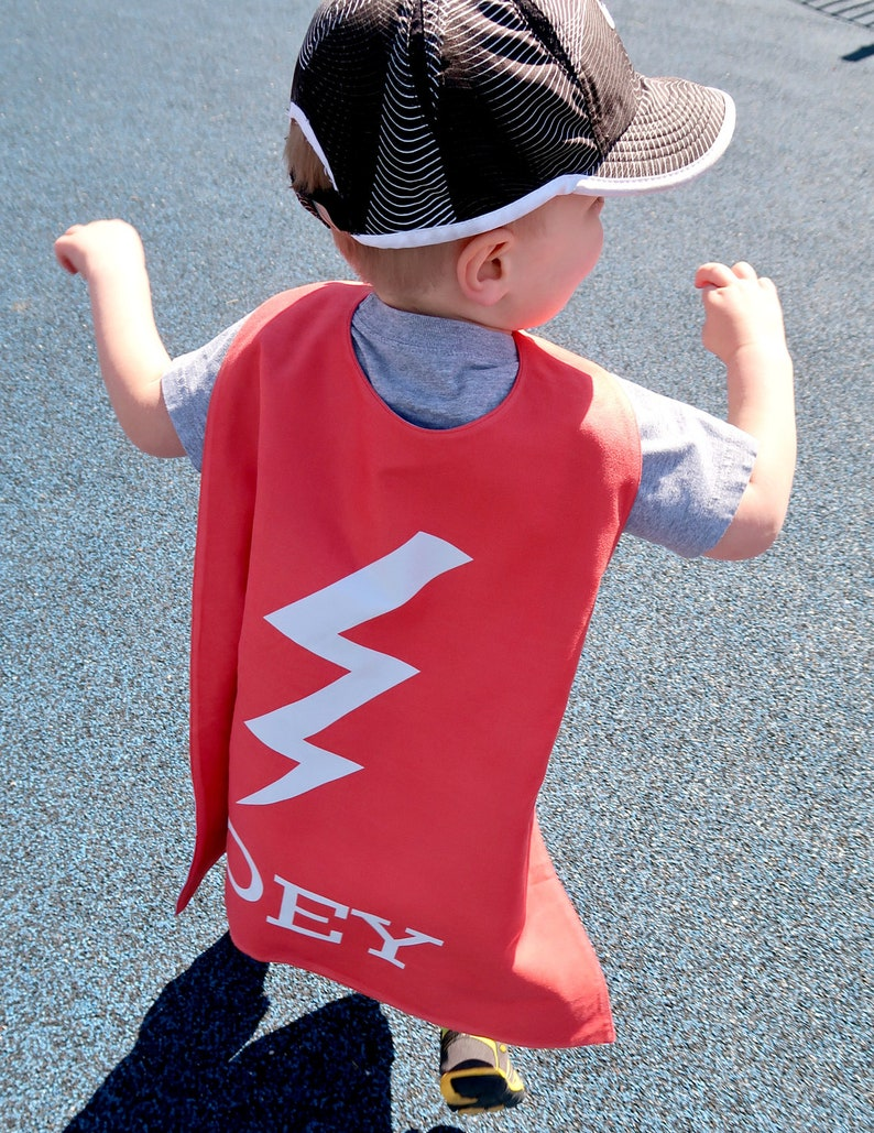 Red Bolt Personalized Superhero Cape - Boys Birthday - Gift for Kids -  Superhero party cape - Photo Prop - Flash - Pretend Play