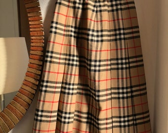 e6785fb9ee Classic vintage Burberry pleated wool Skirt