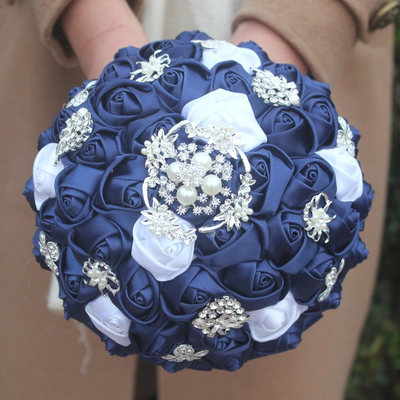 Navy Blue and White Mixed Rose Flower Bouquet Crystal Rhinestone Pearl Bridal Bouquet Brooch Bouquet Bridesmaid Bouquet Wedding Bouquet