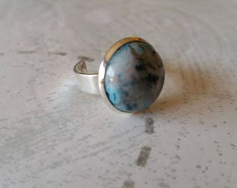 Blue marbled cabochon ring