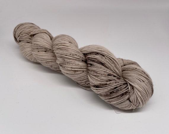 Mushroom - hand-dyed brown speckled super sock yarn - 100g (425m)