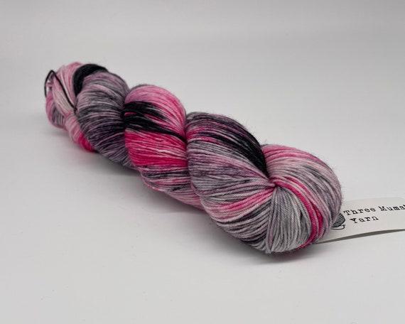 Masquerade - hand-dyed tonal pink grey super sock yarn - 100g (425m)