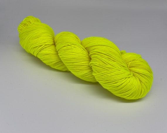 Hi vis - hand-dyed fluorescent yellow super sock yarn - 100g (425m)