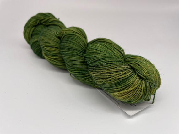 Moss - hand-dyed tonal green super sock yarn - 100g (425m)