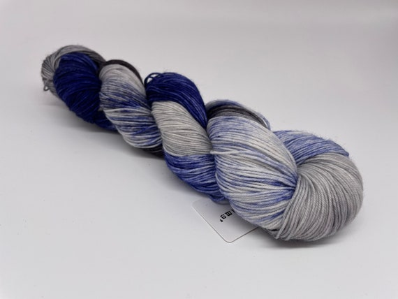 Cloudy with a chance of blue jeans - blue grey variegated hand-dyed super sock yarn - 100g (425m)