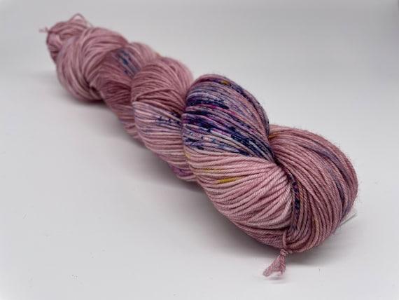 Spring garden - hand-dyed mauve speckled super sock yarn - 100g (425m)