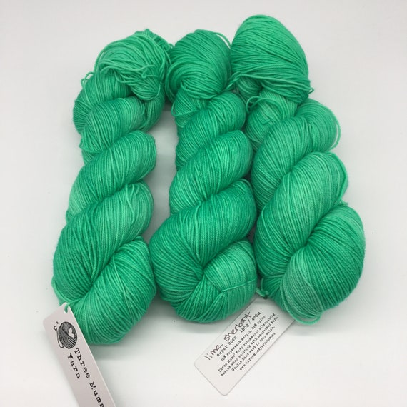Lime sherbert - hand-dyed semi-solid green super sock yarn - 100g (425m)