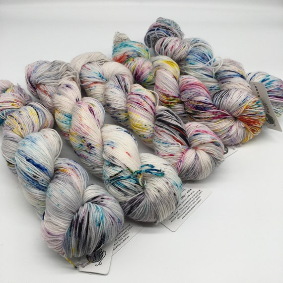 Unicorn trails - hand-dyed rainbow speckled super sock yarn - 100g (425m)