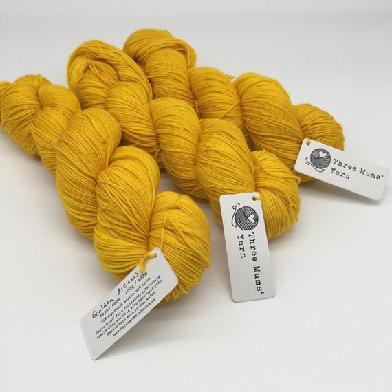 Golden dreams - hand-dyed tonal yellow super sock yarn - 100g (425m)