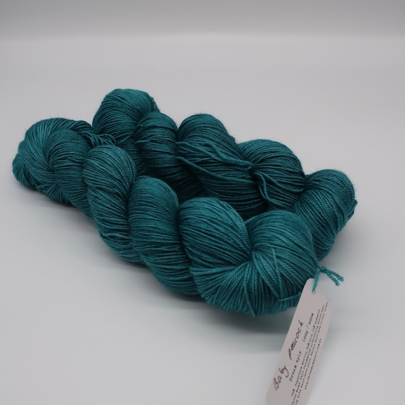 Baby peacock - hand-dyed semi-solid teal merino cashmere silk yarn - 100g (400m)