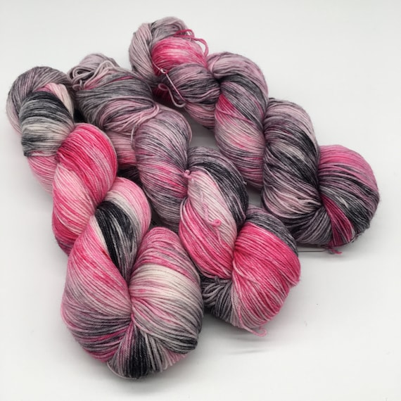 Masquerade - hand-dyed variegated super sock yarn - 100g (425m)