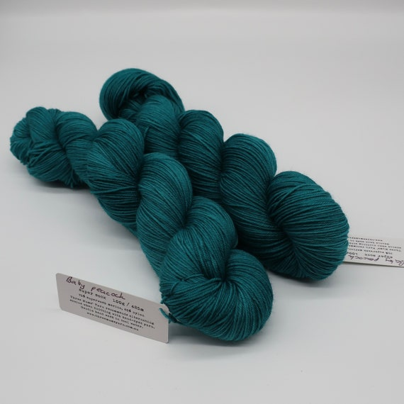 Baby peacock - hand-dyed semi-solid teal super sock yarn - 100g (425m)