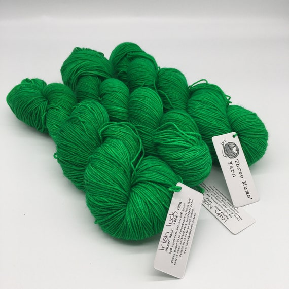 Irish luck - hand-dyed semi-solid green super sock yarn - 100g (425m)