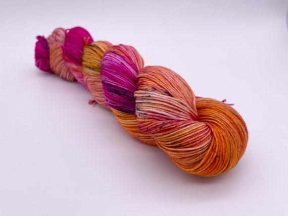 Tiger lily - hand-dyed variegated speckled super sock yarn - 100g (425m)