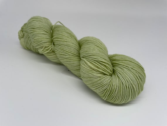 Wasabi - hand-dyed pastel green tonal super sock yarn - 100g (425m)