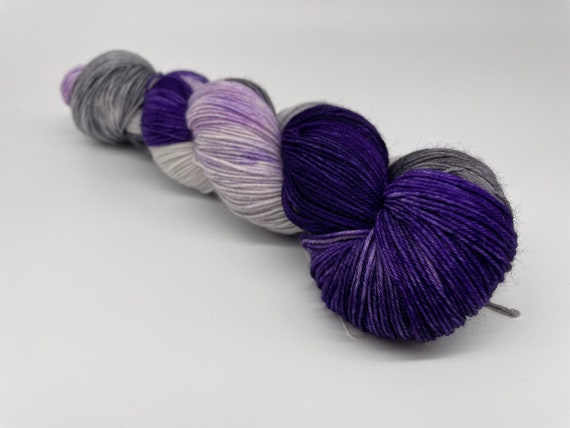 Cloudy with a chance of witches - purple grey variegated hand-dyed super sock yarn - 100g (425m)