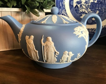 """Vintage Wedgwood Light Blue Jasperware Large Teapot With Lid - Made In England - 9"""" Across x 5"""" Tall - 1960's"""