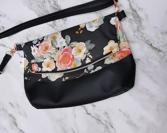Classic floral purse, woman accessory, rose gold, gold, crossbody, chic, everyday bag, adjustable strap, vegan, classic look, handbag, black