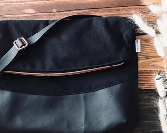 Classical purse, woman accessory, rose gold, gold, crossbody, chic, everyday bag, adjustable strap, vegan, classic look, handbag, black