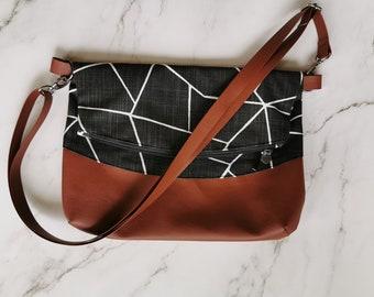 Classical purse, woman accessory, floral, gold, crossbody, chic, everyday bag, adjustable strap, vegan, classic look, handbag, black
