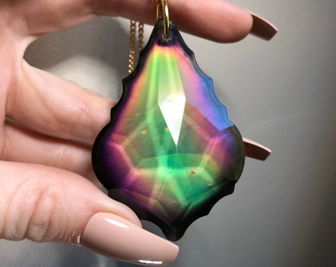 Mood Prism Crystal Light Catcher - Gold Chain - Colour Changing - Changes 12 Different Colours