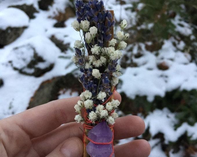 Flora & Crystal Palo Santo Smudge Bundle - Lavender, Babys Breath Flower and Amethyst Gemstone