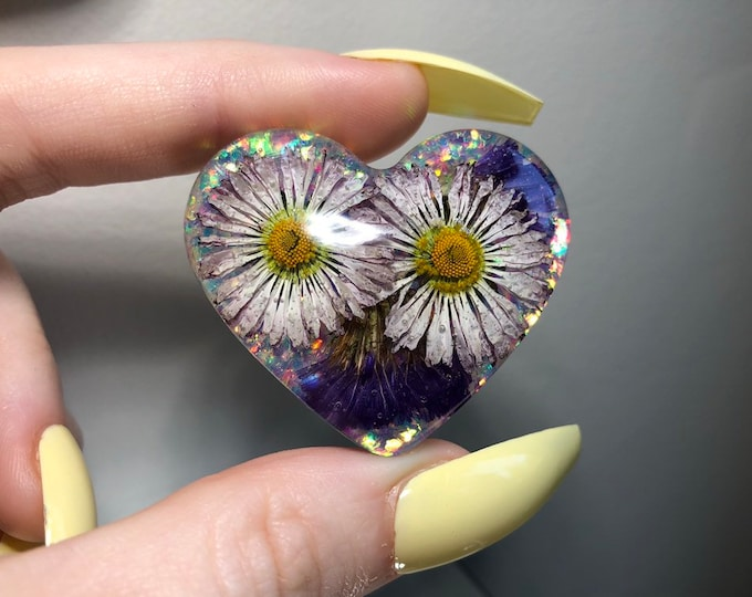 English Daisies and Caspia Flower Heart