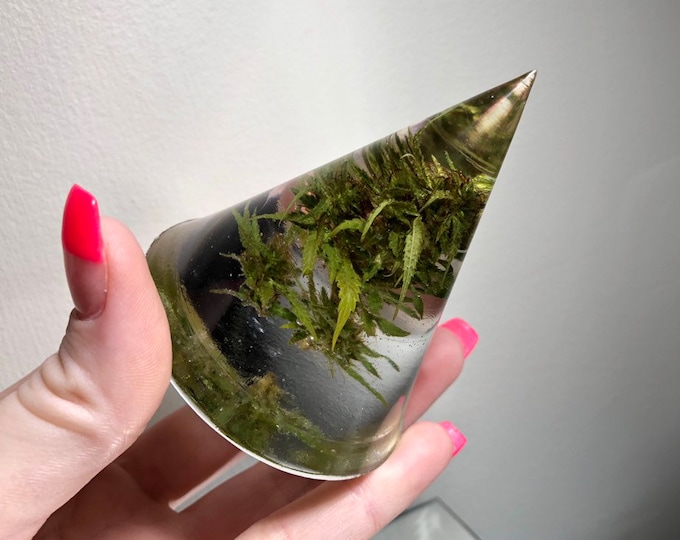 Weed Flower Large Cone Crystal - Ring Holder