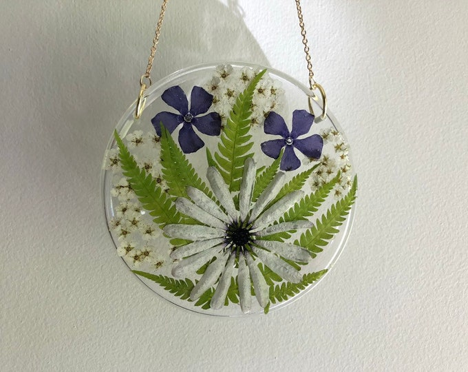 Daisy, Fern, Periwinkle and Pyracantha Flower Round Sun Catcher - Gold Chain