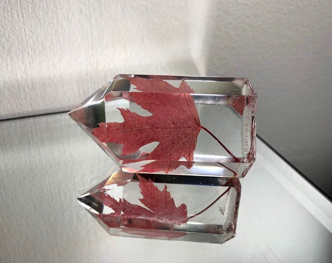 Red Maple Leaf Crystal Tower