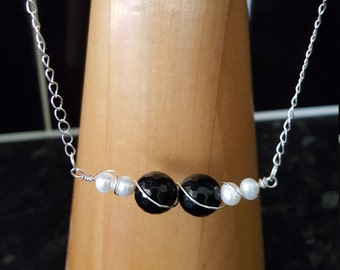 Black agate and freshwater pearls necklace and earrings set